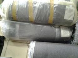 Grey polyester shaggy carpet 80 x 230 cm.