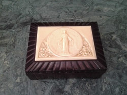 1920 Bakealite  jewelry box decorated with