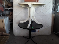 2 plastic round table