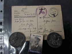 2 original german nazi party 1939 badges postcard and small book with nice pictures