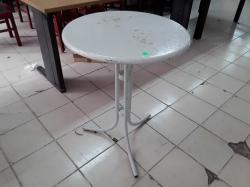 Round white table