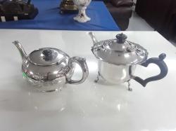 2x silver plated tea pots