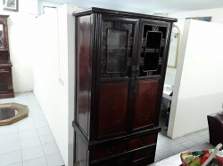 A large Chinese cabinet size 90x195x50 cm