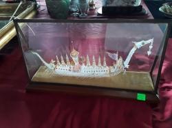Suwanahong in glass case