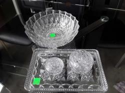 A ladies cut glass vanity dressing table set