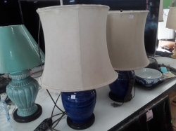 A pair table lamp