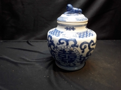 Chinese blue & white ceramic pot with lid