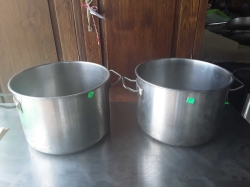 2x stainless steel pots