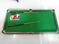 Small kids Snooker table with Acc